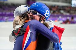24-02-2018: Olympische Spelen: Dag 15: Pyeongchang<br /> Irene Schouten heeft op de Winterspelen de bronzen medaille gepakt op de massastart. Een knuffel van Claudia Pechstein