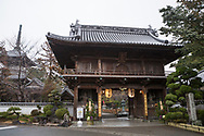 Entr&eacute;n till tempel nummer 1, Ryōzen-ji (霊山寺)<br /> <br /> Pilgrimsvandring till 88 tempel p&aring; japanska &ouml;n Shikoku till minne av den japanske munken Kūkai (Kōbō Daishi). <br /> <br /> Fotograf: Christina Sj&ouml;gren<br /> Copyright 2018, All Rights Reserved<br /> <br /> The first temple Ryōzen-ji (霊山寺) of the Shikoku Pilgrimage, 88 temples associated with the Buddhist monk Kūkai (Kōbō Daishi) on the island of Shikoku, Naruto,	Tokushima Prefecture, Japan