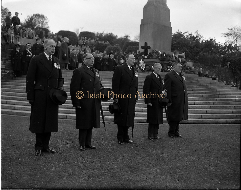 09/11/1958<br /> 11/09/1958<br /> 09 November 1958<br />  Guinness employees at commemoration ceremony at Islandbridge. British ex-servicemen  employed at Guinness attend a laying of the wreath ceremony in the Garden of Remembrance, Islandbridge, Dublin.