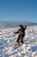 A three year old boy skiing for the first time. Sunny weather and warm light from sun. Frá fyrstu skíðaferð Ara Carls í Ártúnsbrekku.