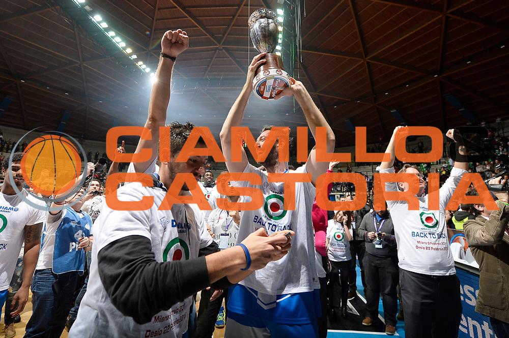 DESCRIZIONE : Final Eight Coppa Italia 2015 Finale Olimpia EA7 Emporio Armani Milano - Dinamo Banco di Sardegna Sassari<br /> GIOCATORE : Banco di Sardegna Dinamo Sassari<br /> CATEGORIA : esultanza premiazione coppa premio awards<br /> SQUADRA : Banco di Sardegna Dinamo Sassari<br /> EVENTO : Final Eight Coppa Italia 2015<br /> GARA : Olimpia EA7 Emporio Armani Milano - Dinamo Banco di Sardegna Sassari<br /> DATA : 22/02/2015<br /> SPORT : Pallacanestro <br /> AUTORE : Agenzia Ciamillo-Castoria/R.Morgano<br /> GALLERIA : Lega Basket A 2014-2015<br /> FOTONOTIZIA : Final Eight Coppa Italia 2015 Finale Olimpia EA7 Emporio Armani Milano - Dinamo Banco di Sardegna Sassari<br /> PREDEFINITA :