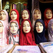 Veil Shop, Damascus, Syria..Marchand de voiles, Damas, Syrie.