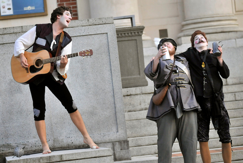"""Bard in the Quad production of """"Twelfth Night"""" in August 2009. (photo by Casey Campbell)"""