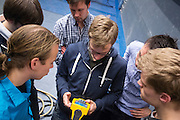 De nieuwe fiets van het Human Power Team Delft en Amsterdam, de VeloX3, staat in de windtunnel voor de eerste metingen.<br /> <br /> De nieuwe fiets van het Human Power Team Delft en Amsterdam, de VeloX3, staat in de windtunnel voor de eerste metingen. Met een infraroodcamera wordt bekeken wanneer de lucht laminair stroomt en wanneer het turbulent wordt.<br /> <br /> The new record bike of the Human Power Team Delft and Amsterdam, the VeloX3, is tested in the wind tunnel for the aerodynamics. An infrared camera is used to detect whether the air is flowing laminar or turbulent.