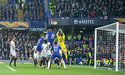 09.05.2019, Stamford Bridge, London, ENG, UEFA EL, FC Chelsea vs Eintracht Frankfurt, Halbfinale, Rückspiel, im Bild Kevin Trapp of Eintracht Frankfurt clears the corner // Kevin Trapp of Eintracht Frankfurt clears the corner during the UEFA Europa League semifinal 2nd leg match between FC Chelsea and Eintracht Frankfurt at the Stamford Bridge in London, Great Britain on 2019/05/09. EXPA Pictures © 2019, PhotoCredit: EXPA/ Focus Images/ Steve O'Sullivan<br /> <br /> *****ATTENTION - for AUT, GER, FRA, ITA, SUI, POL, CRO, SLO only*****