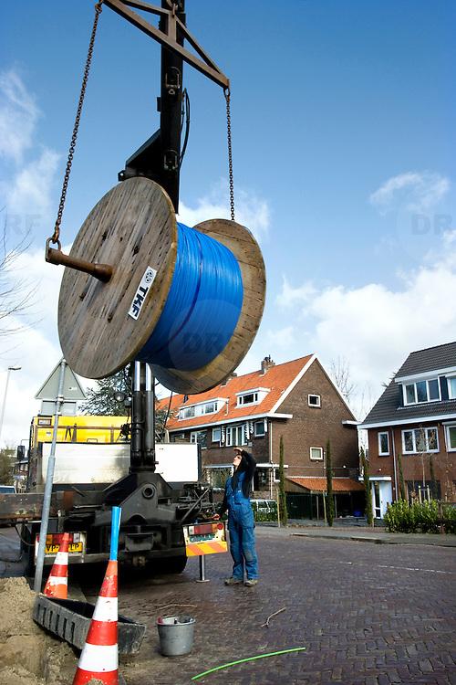 Nederland Rotterdam 19 maart 2008 20080319 .Werkzaamheden aanleg glasvezelnetwerk aan de Adrianalaan in Rotterdam Scheibroek..Foto David Rozing