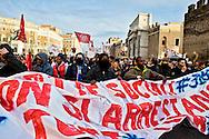 Roma, 13 Febbraio 2014<br /> Manifestazione dei movimenti di lotta per la casa dopo gli arresti di 17  attivisti per  gli scontri con la polizia del 31 ottobre a via del Tritone, durante la manifestazione contro la conferenza  Stato,Regioni,province,comuni sul tema della casa.<br /> Rome , February 13, 2014<br /> Demostration  of the  movements for housing rights, after the arrests,  today  of 17 activists for the  clashes with the police,  the  31 October at Via del Tritone , during the demonstration against the conference between state, regions, provinces, municipalities on the theme of the house.