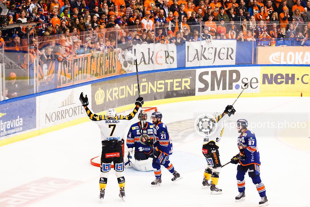 150423 Ishockey, SM-Final, V&auml;xj&ouml; - Skellefte&aring;<br /> Kirill Kabanov, Skellefte&aring; AIK jublar efter att ha gjort m&aring;l 0-2. Cristopher Nihlstorp, V&auml;xj&ouml; Lakers Hockey, Cory Murphy och Robert Ros&eacute;n deppar.<br /> &copy; Daniel Malmberg/Jkpg sports photo