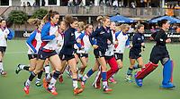 LAREN - Warmlopen van SCHC voor de hoofdklasse competitiewedstrijd tussen de vrouwen van Laren en SCHC (3-2). COPYRIGHT KOEN SUYK