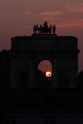 29.04.2011, Paris, Frankreich, FRA, Feature, Pariser Impression, im Bild  Arc de Triomphe de Carousel bei Sonnenuntergangl, EXPA Pictures © 2011, PhotoCredit: EXPA/ nph/  Straubmeier       ****** out of GER / SWE / CRO  / BEL ******