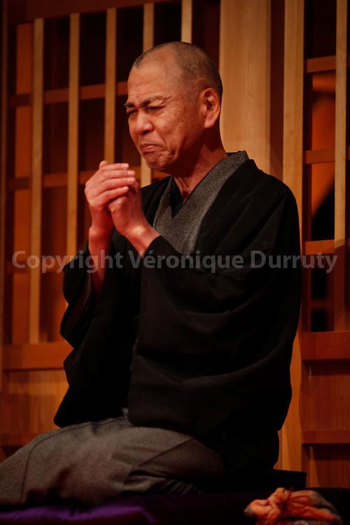 Traditional Japanese theater, Edo Museum: man performing a show. Tokyo, Honshu, Japan // theatre traditionnel japonais, Musee de Edo : représentation de théatre populaire. Tokyo, Honshu, Japon.