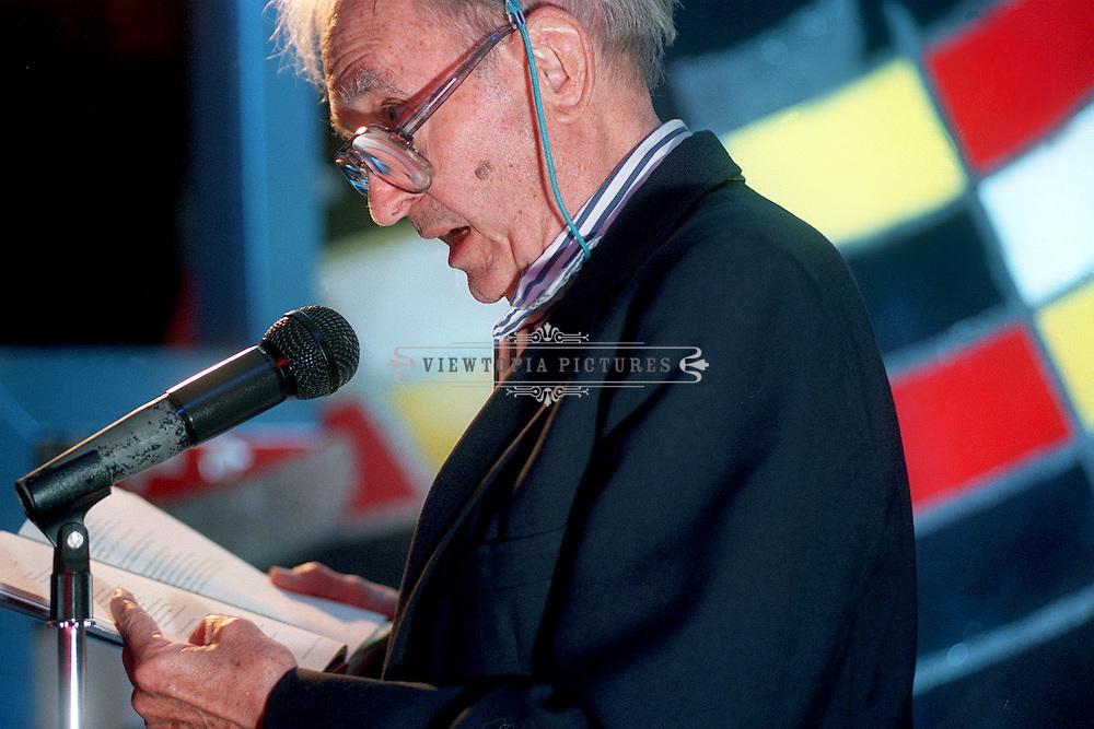 Andrew Glaze, poet