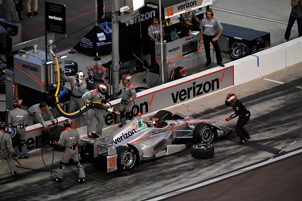 Verizon IndyCar Series<br /> Desert Diamond West Valley Phoenix Grand Prix<br /> Phoenix Raceway, Avondale, AZ USA<br /> Saturday 29 April 2017<br /> Will Power, Team Penske Chevrolet pit stop<br /> World Copyright: Scott R LePage<br /> LAT Images<br /> ref: Digital Image lepage-170429-phx-3645