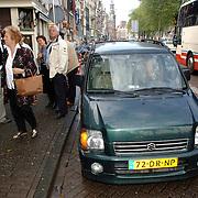 NLD/Amsterdam/20061001 - Uitreiking Blijvend Applaus prijs 2006, Ellen Vogel word afgezet door haar partner Jimmy Munninghoff