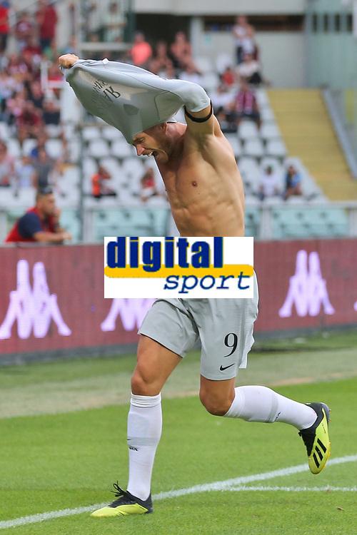 Esultanza Gol Edin Dzeko Roma 0-1 Goal celebration <br /> Torino 19-08-2018 Stadio Olimpico Grande Torino <br /> Football Calcio Serie A 2018/2019 Torino - Roma Foto Gino Mancini / Insidefoto