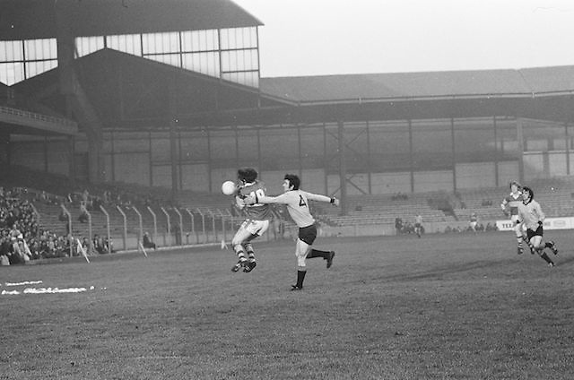 Kerry jumps for the ball and is tackled by Dublin causing him to drop the ball during the All Ireland Senior Gaelic Football Semi Final, Dublin v Kerry in Croke Park on the 23rd of January 1977. Dublin 3-12 Kerry 1-13.