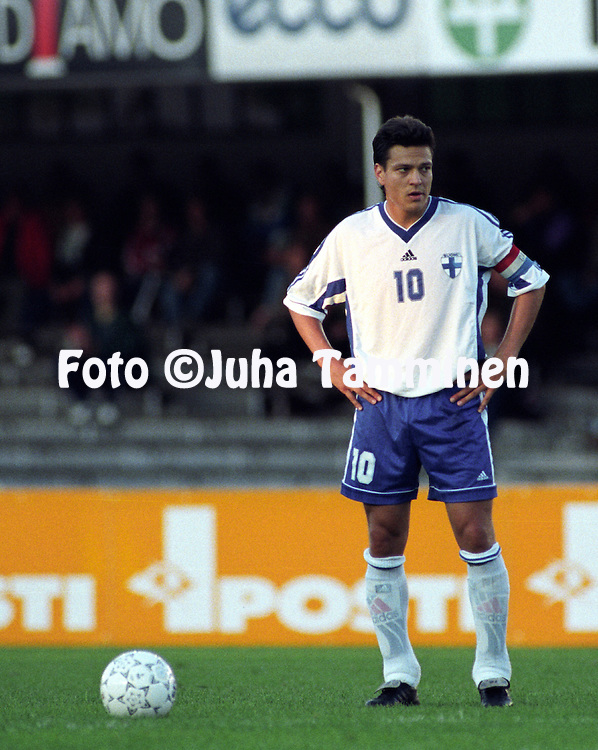05.09.1998, Olympic Stadium, Helsinki, Finland.  UEFA European Championship 2000 Qualifying match, Finland v Moldova. .Jari Litmanen - Finland.©JUHA TAMMINEN