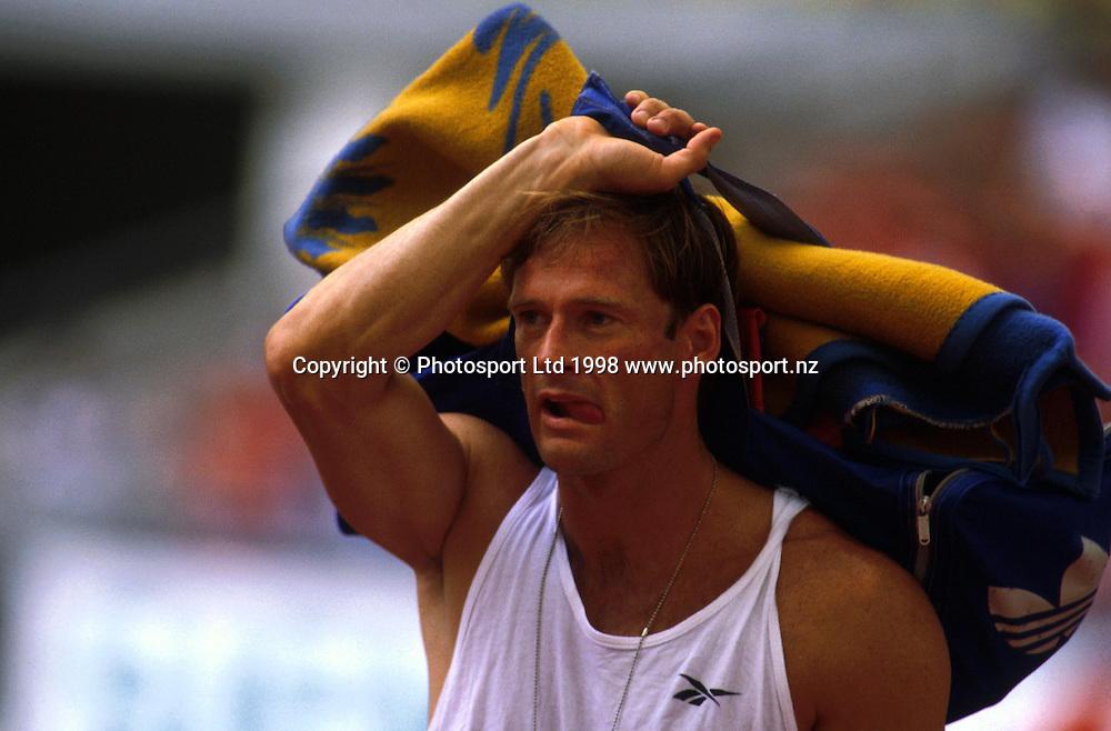 Decathlete Simon Poelman competing at the Commonwealth games in Kuala Lumpur, 1998. Photo: Scott Barbour/PHOTOSPORT