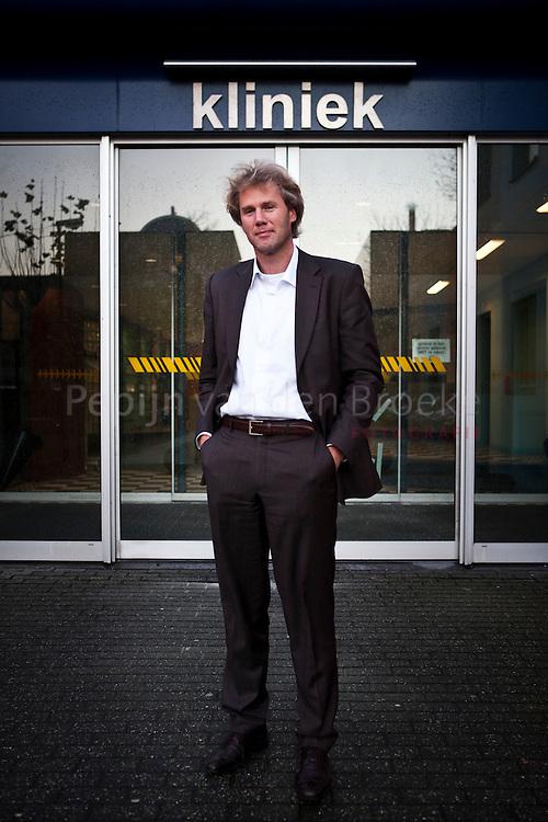 Advocaat Niek Heidanus bij ingang kliniek Lentis. Voor bijlage over gedwongen opnames. foto: Pepijn van den Broeke. kilometers: 8
