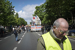 April 27, 2019 - Paris, France - Yellow vest protesters joined by by the militant CGT union, during the XXIV act march in Paris. 27-04-2019, Paris, France. (Credit Image: © Guillaume Pinon/NurPhoto via ZUMA Press)