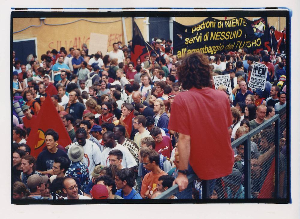 Proteste contro il summit del G8, Genova luglio 2001. 19 luglio, corteo dei Migranti.