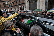 Roma 5 Novembre 2012.Il saluto romano al feretro di Pino Rauti fuori dalla basilica di San Marco a Piazza Venezia..The Roman salute the coffin of Pino Rauti out from the Basilica of San Marco in Venice Piazza