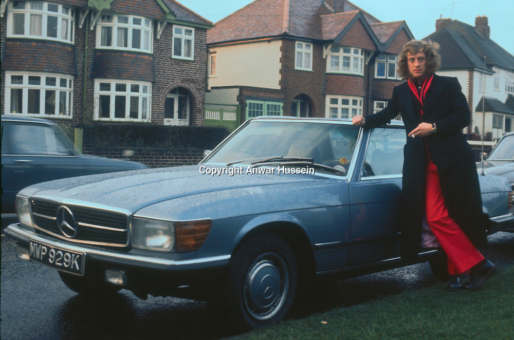 Noddy Holder of British glam rock group Slade stands out in a suburban setting, circa 1972.