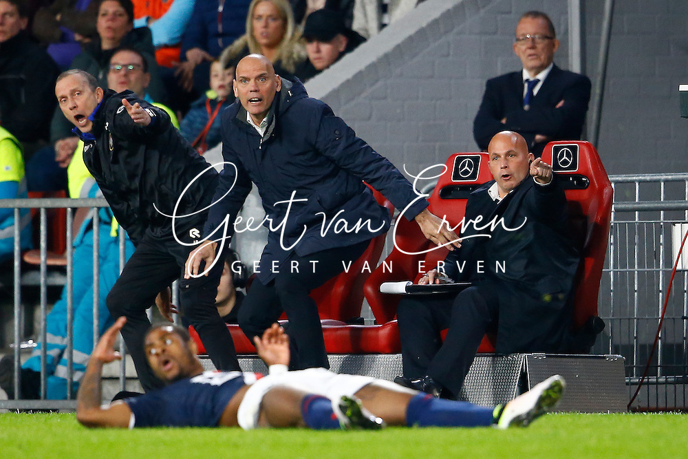 09-04-2016 VOETBAL:PSV:WILLEM II:EINDHOVEN<br /> Trainer/Coach Jurgen Streppel van Willem II vliegt van de bank na een overtreding op Terell Ontdaan van Willem II <br /> Foto: Geert van Erven
