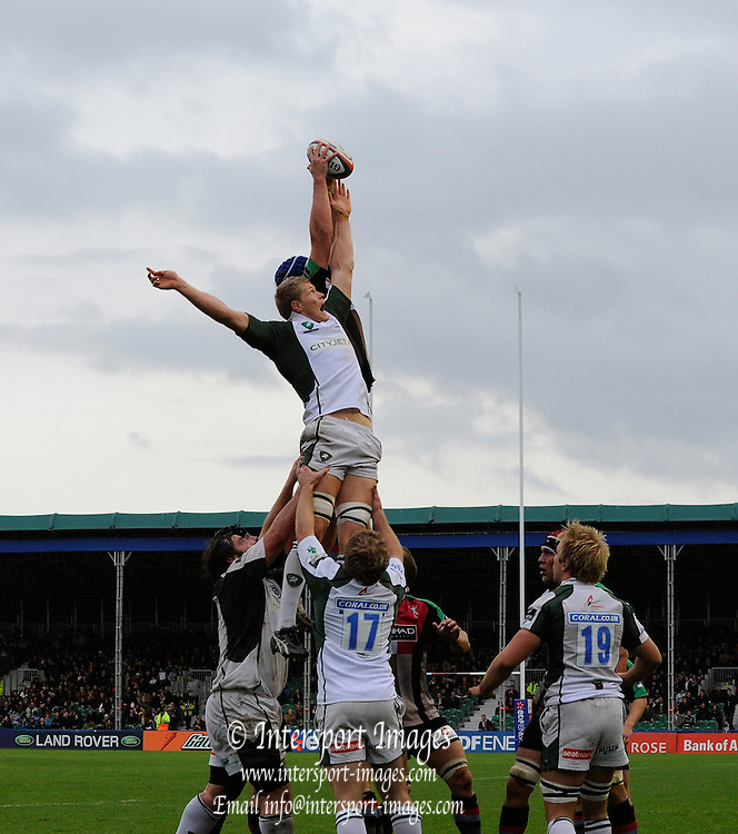 Twickenham, GREAT BRITAIN, Quins, George ROBSON, out reaches Exile's James HUDSON for the line out ball, during the EDF Energy Cup rugby match,  Harlequins vs London Irish, at Twickenham Stoop, Surrey on Sat 25.10.2008 [Photo, Peter Spurrier/Intersport-images]