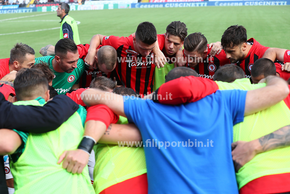 """Foto Filippo Rubin<br /> 21/10/2017 Cesena (Italia)<br /> Sport Calcio<br /> Cesena vs Fogga - Campionato di calcio Serie B ConTe.it 2017/2018 - Stadio """"Orogel Stadium""""<br /> Nella foto: IL FOGGIA PRIMA DELL'INIZIO DELLA GARA<br /> <br /> Photo Filippo Rubin<br /> October 21, 2017 Cesena (Italy)<br /> Sport Soccer<br /> Cesena vs Foggia - Italian Football Championship League B ConTe.it 2017/2018 - """"Orogel Stadium"""" Stadium <br /> In the pic: TEAM FOGGIA"""