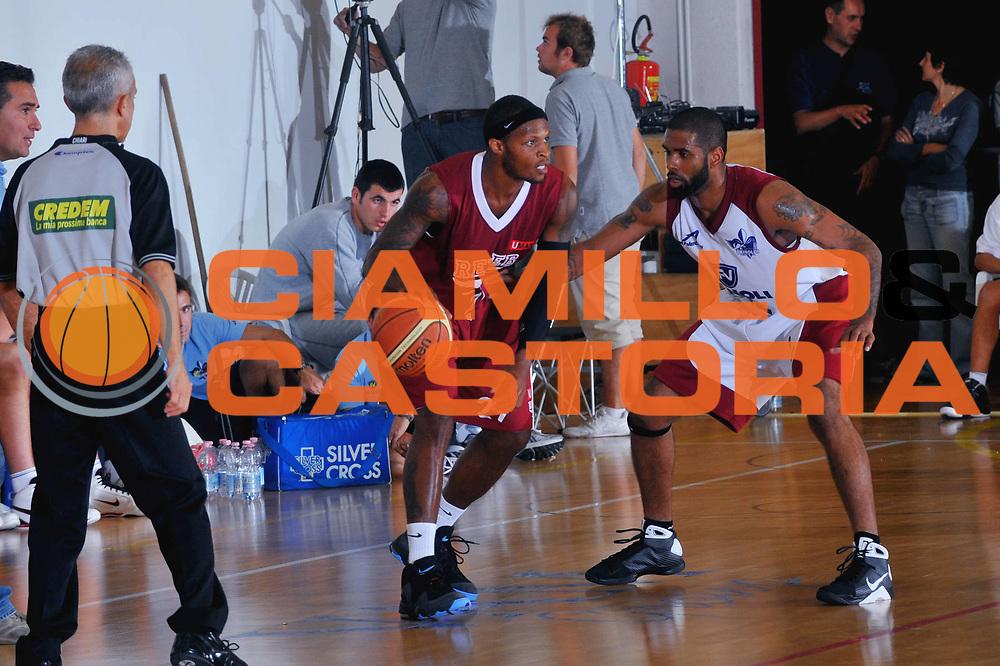 DESCRIZIONE : San Stino di Livenza Venezia Lega A 2009-10 Amichevole Vanoli Basket Cremona Reyer Venezia<br /> GIOCATORE : Ronald Davis<br /> SQUADRA : Reyer Venezia<br /> EVENTO : Campionato Lega A 2009-2010 <br /> GARA :  Vanoli Basket Cremona Reyer Venezia<br /> DATA : 05/09/2009<br /> CATEGORIA :  Palleggio<br /> SPORT : Pallacanestro <br /> AUTORE : Agenzia Ciamillo-Castoria/M.Gregolin
