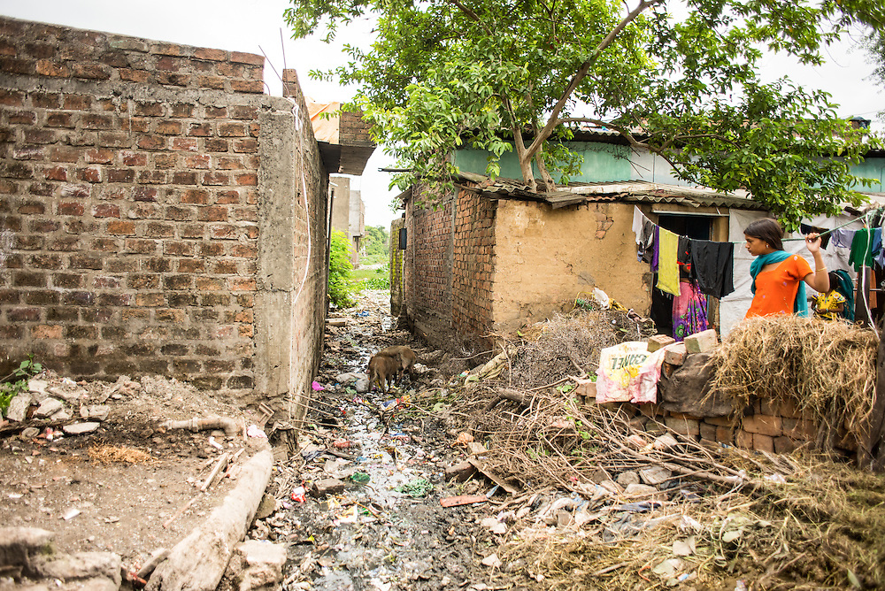 CAPTION: Sewer water full of solid waste from neighbouring houses flows directly into Lasuriya Mori lake. LOCATION: Lasuriya Modi Slum, Indore, Madhya Pradesh, India. INDIVIDUAL(S) PHOTOGRAPHED: N/A.