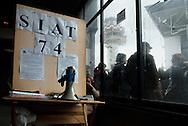 Fiumicino, 19/01/2009: Aereoporto di Fiumicino, piloti e assistenti di volo protestano davanti al varco equipaggi
