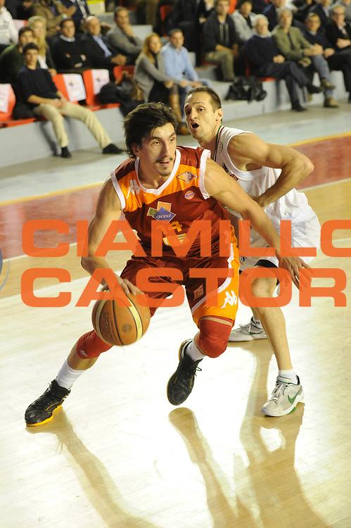 DESCRIZIONE : Roma Campionato Lega A 2011-12 Acea Virtus Roma Montepaschi Siena <br /> GIOCATORE : nihad dedovic<br /> CATEGORIA : palleggio<br /> SQUADRA :  Acea Roma Montepaschi Siena<br /> EVENTO : Campionato Lega A 2011-2012<br /> GARA :  Acea Roma Montepaschi Siena<br /> DATA : 26/02/2012<br /> SPORT : Pallacanestro<br /> AUTORE : Agenzia Ciamillo-Castoria/GiulioCiamillo<br /> Galleria : Lega Basket A 2011-2012 <br /> Fotonotizia :  Roma Lega A 2011-12 Acea Roma Montepaschi Siena<br /> Predefinita :