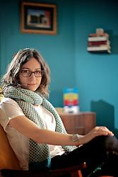 """Carol Bensimon (Porto Alegre, 22 de agosto de 1982) é graduada em Publicidade pela UFRGS, fez um mestrado em Teoria Literária na PUC-RS e publicou seu primeiro livro """"Pó de Parede"""" pela Não Editora, em 2008. Bensimon foi selecionada em 2012 como uma das 20 melhores jovens escritores pela revista britânica Granta. FOTO: Jefferson Bernardes/Preview.com"""