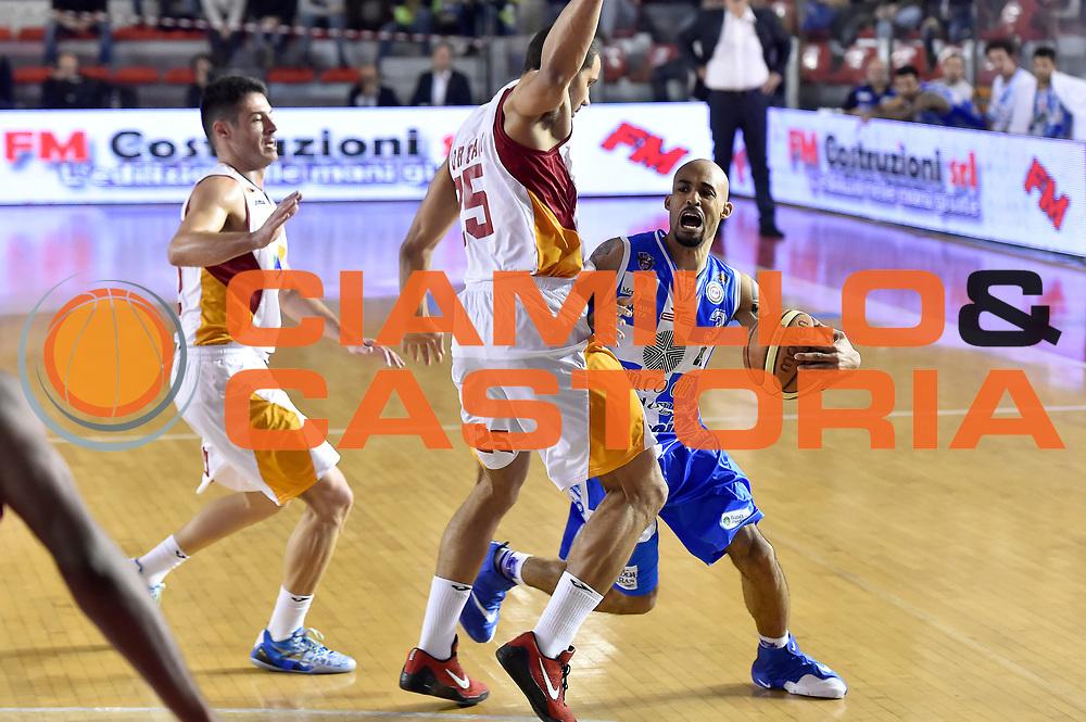 DESCRIZIONE : Roma Lega A 2014-2015 Acea Roma Banco di Sardegna Sassari<br /> GIOCATORE : David Logan<br /> CATEGORIA : palleggio fallo<br /> SQUADRA : Banco di Sardegna Sassari<br /> EVENTO : Campionato Lega A 2014-2015<br /> GARA : Acea Roma Banco di Sardegna Sassari<br /> DATA : 02/11/2014<br /> SPORT : Pallacanestro<br /> AUTORE : Agenzia Ciamillo-Castoria/GiulioCiamillo<br /> GALLERIA : Lega Basket A 2014-2015<br /> FOTONOTIZIA : Roma Lega A 2014-2015 Acea Roma Banco di Sardegna Sassari<br /> PREDEFINITA :