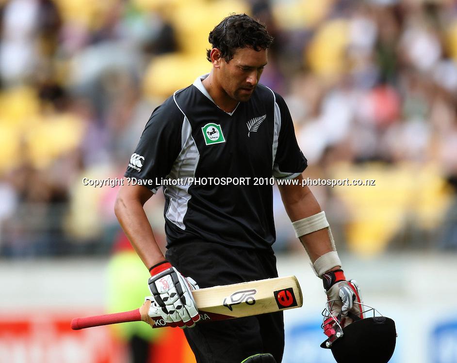NZ batsman Daryl Tuffey.<br /> Fifth Chappell-Hadlee Trophy one-day international cricket match - New Zealand v Australia at Westpac Stadium, Wellington. Saturday, 13 March 2010. Photo: Dave Lintott/PHOTOSPORT