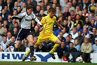 Fotball. Engelsk Premier League. 01.04.2002.<br /> Tottenham Hotspur v Leeds United.<br /> Eirik Bakke, Leeds.<br /> Darren Anderton, Tottenham.<br /> Foto: Matthew Impey, Digitalsport