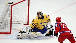 11.05.2012, Ericsson Globe, Stockholm, SWE, IIHF, Eishockey WM, Russland (RUS) vs Schweden (SWE), im Bild Russia 24 Alexander Popov (Avangard Omsk) scores the 1-1 goal against Sverige Sweden 30 Goalkeeper Viktor Fasth (AIK) // during the IIHF Icehockey World Championship Game between Russia (RUS) and Sweden (SWE) at the Ericsson Globe, Stockholm, Sweden on 2012/05/11. EXPA Pictures © 2012, PhotoCredit: EXPA/ PicAgency Skycam/ Morten Christensen..***** ATTENTION - OUT OF SWE *****
