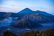 De vulkaan Mount Bromo in het Bromo Tengger Semeru National Park op Oost Java. Gezien vanaf het uitzichtpunt Gunung Penanjakan.