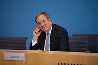 DEU, Deutschland, Germany, Berlin, 03.07.2020: Armin Laschet (CDU), Ministerpräsident von Nordrhein-Westfalen, in der Bundespressekonferenz zum Thema Kohleausstiegsgesetz.