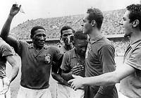 Fotball<br /> VM 1958<br /> Foto: Colorsport/Digitalsport<br /> NORWAY ONLY<br /> <br /> PELE CRY'S WITH JOY AT BRAZIL'S VICTORY. SWEDEN V BRAZIL. WORLD CUP FINAL 1958