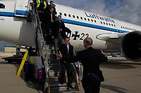 20 NOV 2003, NEW YORK/USA:<br /> Gerhard Schroeder, SPD, Bundeskanzler, wird bei seiner Ankunft von Uwe-Karsten Heye, deutscher Generalkonsul in den USA, empfangen, John-F-Kennedy-Airport<br /> IMAGE: 20031120-02-020<br /> KEYWORDS: Gerhard Schröder, U.S.A., Reise, Flugbereitschaft, Luftwaffe, Flugzeug, plane, Airbus