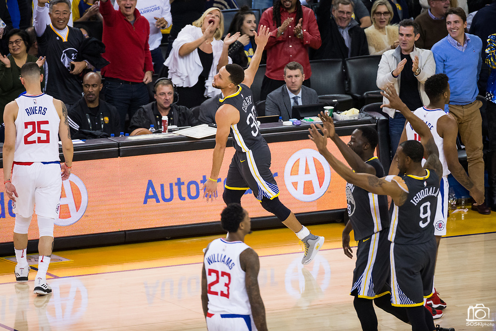 Golden State Warriors guard Stephen Curry (30) celebrates making a near-mid-court three pointer at the buzzer of the first quarter against the LA Clippers at Oracle Arena in Oakland, California, on February 22, 2018. (Stan Olszewski/Special to S.F. Examiner)