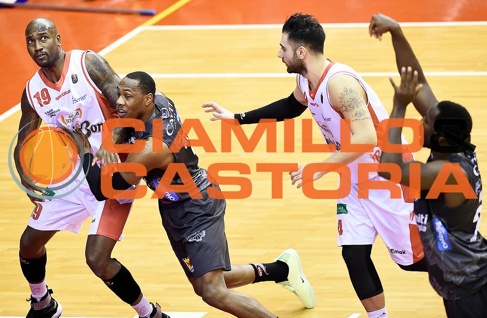 Dominique Sutton Jawad Williams<br /> Grissin Bon Pallacanestro Reggio Emilia - Dolomiti Energia Aquila Basket Trento<br /> Lega Basket Serie A 2016/2017<br /> Reggio Emilia, 26/02/2017<br /> Foto A.Giberti / Ciamillo - Castoria