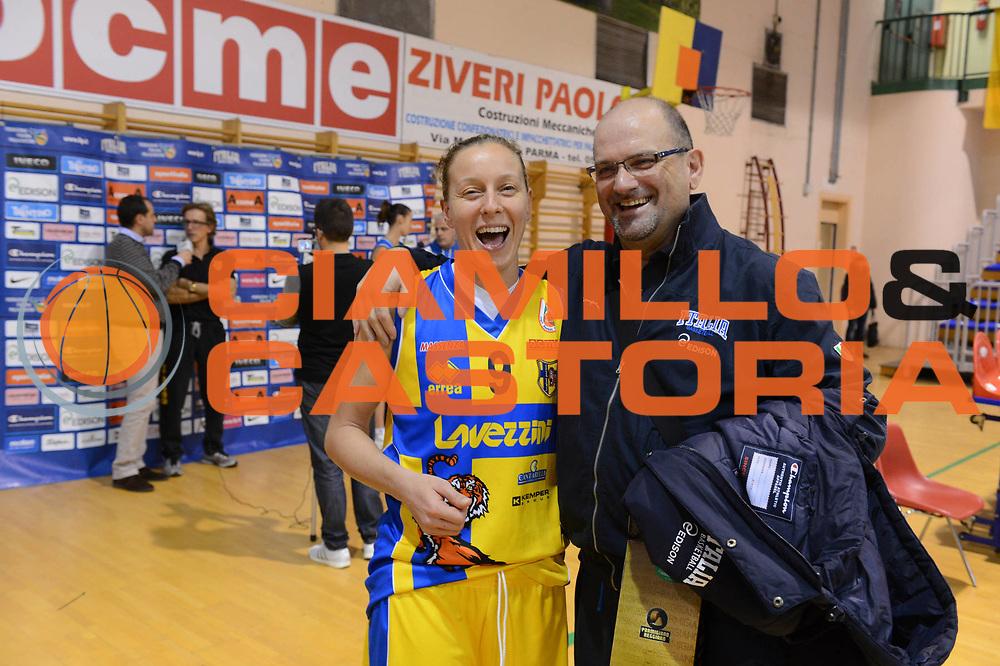 DESCRIZIONE : Parma Palaciti Nazionale Italia femminile Basket Parma<br /> GIOCATORE :  Francesca Zara Roberto Ricchini<br /> CATEGORIA : curiosita <br /> SQUADRA : Italia femminile<br /> EVENTO : amichevole<br /> GARA : Italia femminile Basket Parma<br /> DATA : 13/11/2012<br /> SPORT : Pallacanestro <br /> AUTORE : Agenzia Ciamillo-Castoria/ GiulioCiamillo<br /> Galleria : Lega Basket A 2012-2013 <br /> Fotonotizia :  Parma Palaciti Nazionale Italia femminile Basket Parma<br /> Predefinita :