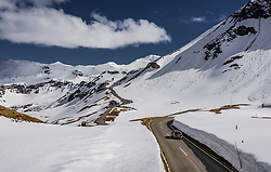 THEMENBILD - ein Auto auf der Strasse. Die Grossglockner Hochalpenstrasse verbindet die beiden Bundeslaender Salzburg und Kaernten und ist als Erlebnisstrasse vorrangig von touristischer Bedeutung, aufgenommen am 23. Mai 2019 in Fusch a. d. Grossglocknerstrasse, Österreich // a car on the road. The Grossglockner High Alpine Road connects the two provinces of Salzburg and Carinthia and is as an adventure road priority of tourist interest, Fusch a. d. Grossglocknerstrasse, Austria on 2019/05/23. EXPA Pictures © 2019, PhotoCredit: EXPA/ JFK
