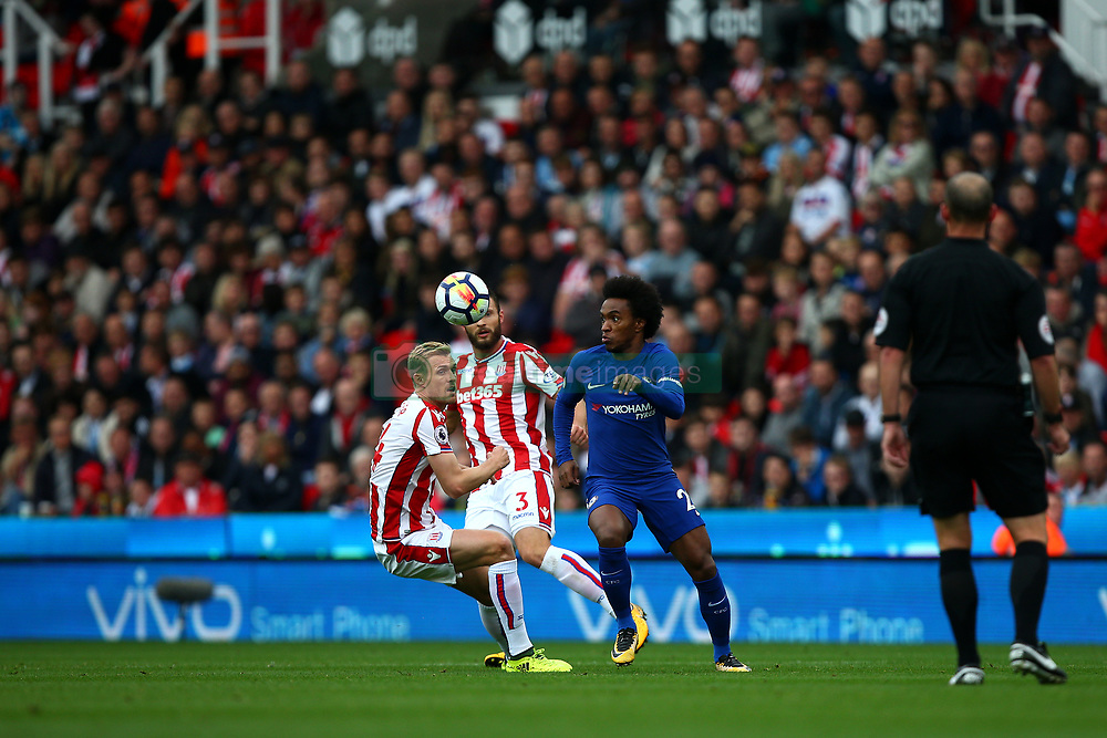 Stoke City's Darren Fletcher (left) and Chelsea's Willian (right) battle for the ball
