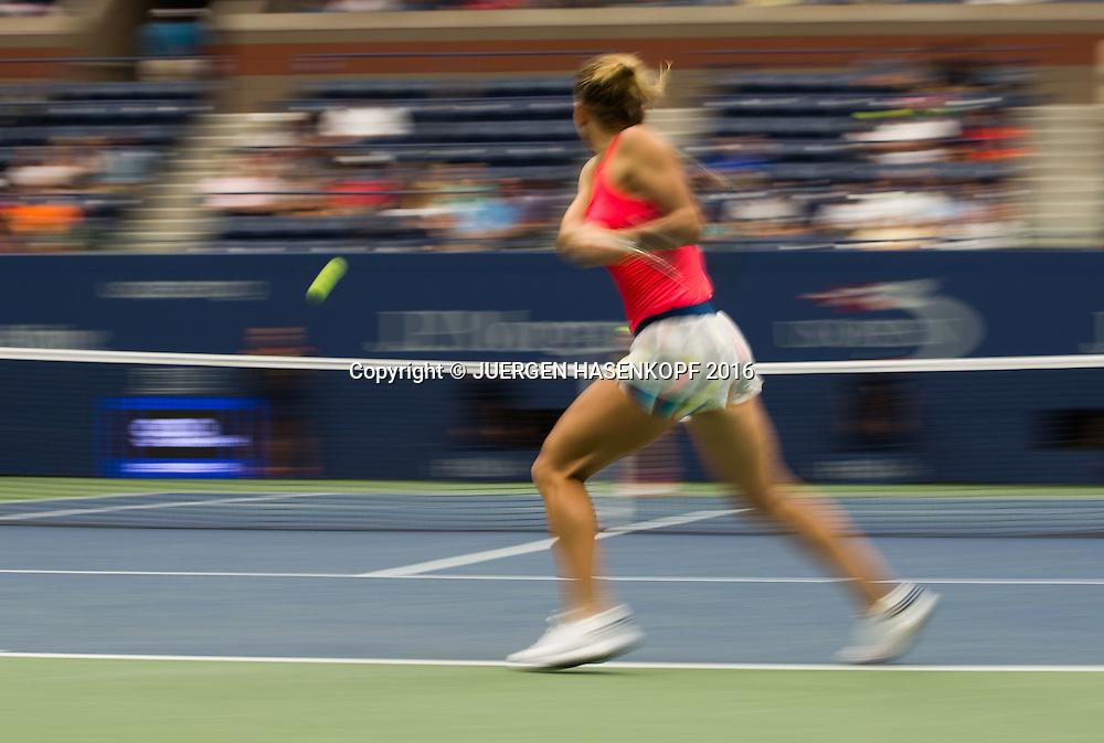 SIMONA HALEP (ROU), Bewegungsunschaerfe,Mitzieher,<br /> <br /> Tennis - US Open 2016 - Grand Slam ITF / ATP / WTA -  USTA Billie Jean King National Tennis Center - New York - New York - USA  - 1 September 2016.