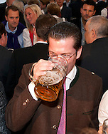 Bundesminister der Verteidigung Karl-Theodor Freiherr zu Guttenberg (CSU) bei der Eröffnung des Berliner Oktoberfestes am Mittwoch 15.09.2010 in Berlin.